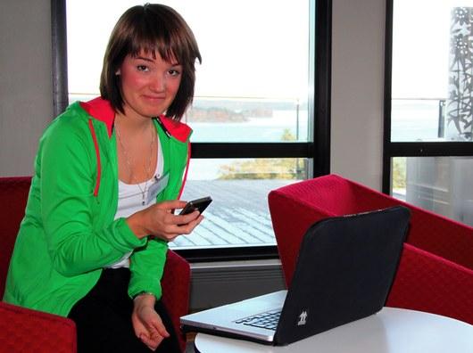 Sandra programmerar sajten mammaiform.se