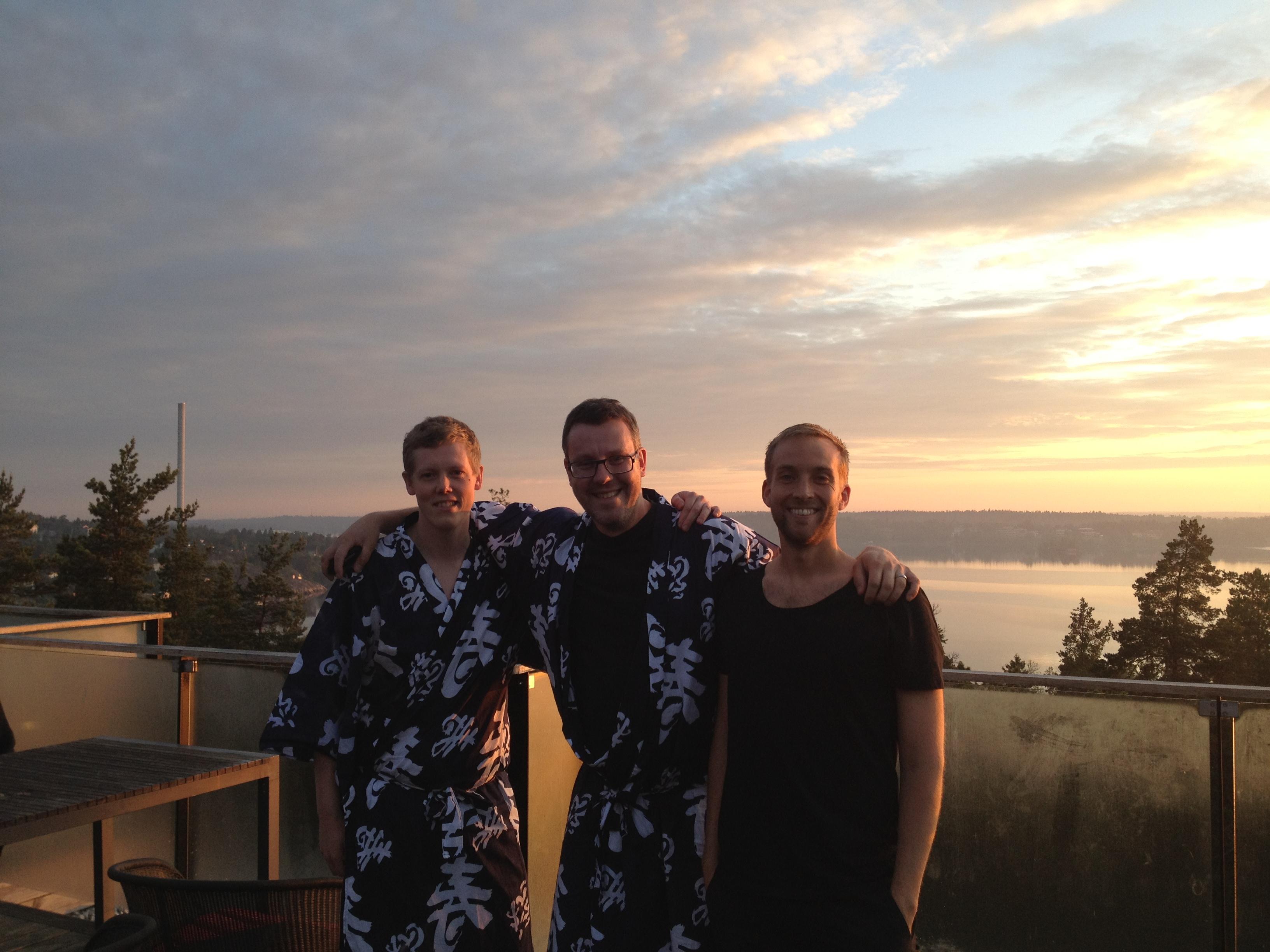 Oskar, Andreas och Jonas kl 04.40 innan någon timmes sömn
